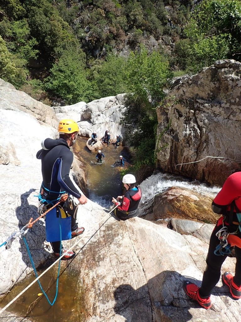 Groupe des personnes dans le canyon du Rec Grand