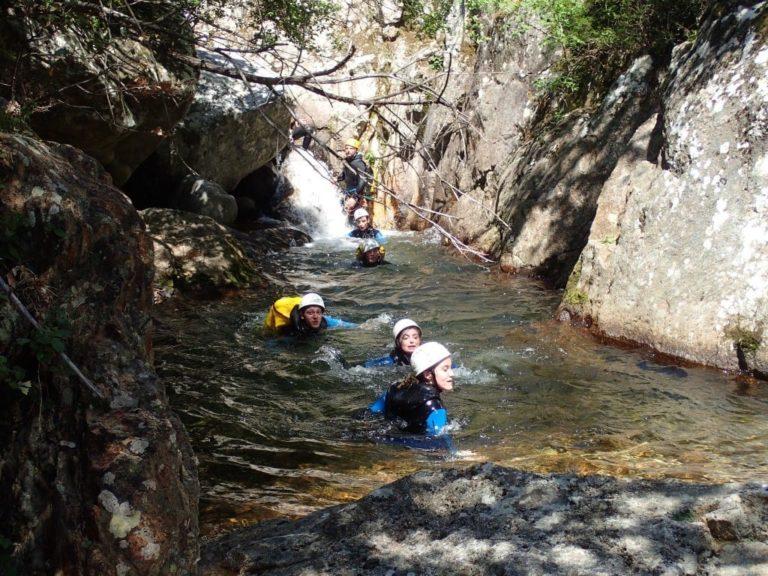Passage dans l'eau dans le canyon du Rec Grand