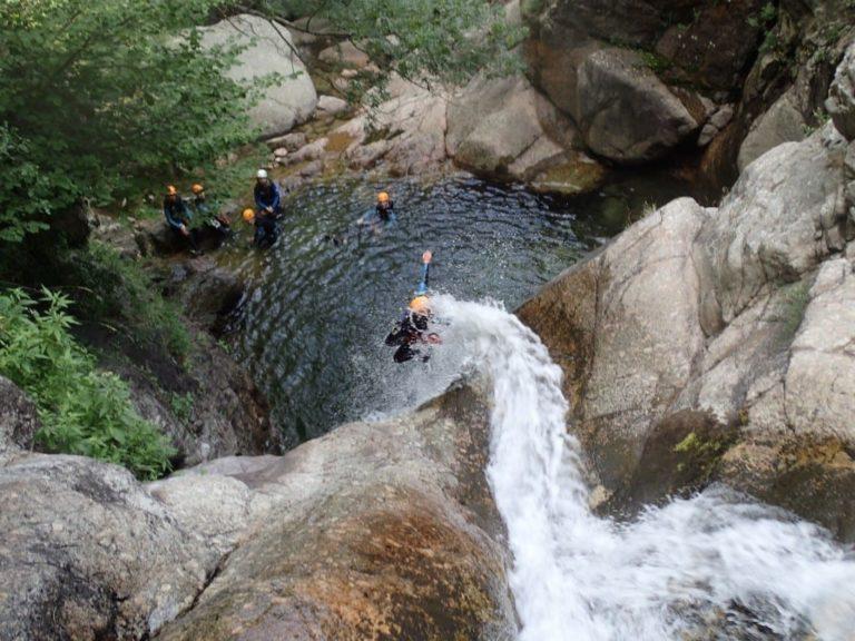 Saut dans les cascades d'Orgon intégrale