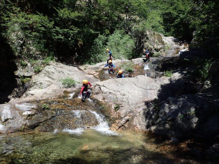 Passage entre deux bassins des cascades d'Orgon intégrale