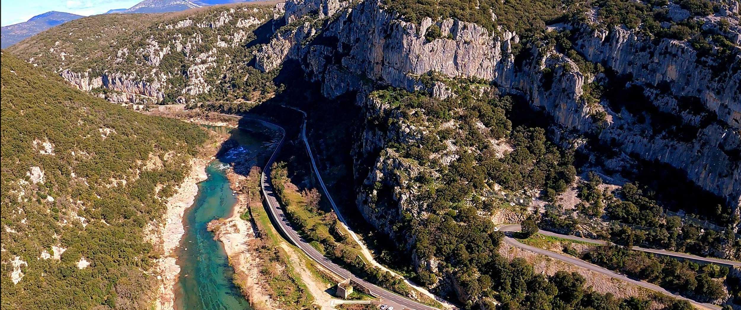 Vue sur l'Hérault, en escalade sur les falaises du Thaurac