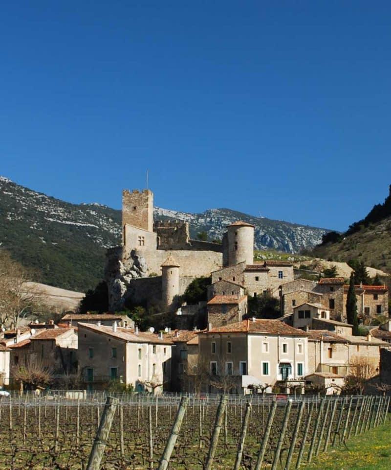 Village au pied de la falaise de Saint-Jean-de-Buèges