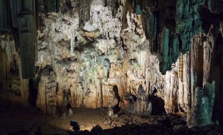 Salle éclairée de la Grotte Bégué-Ponchon