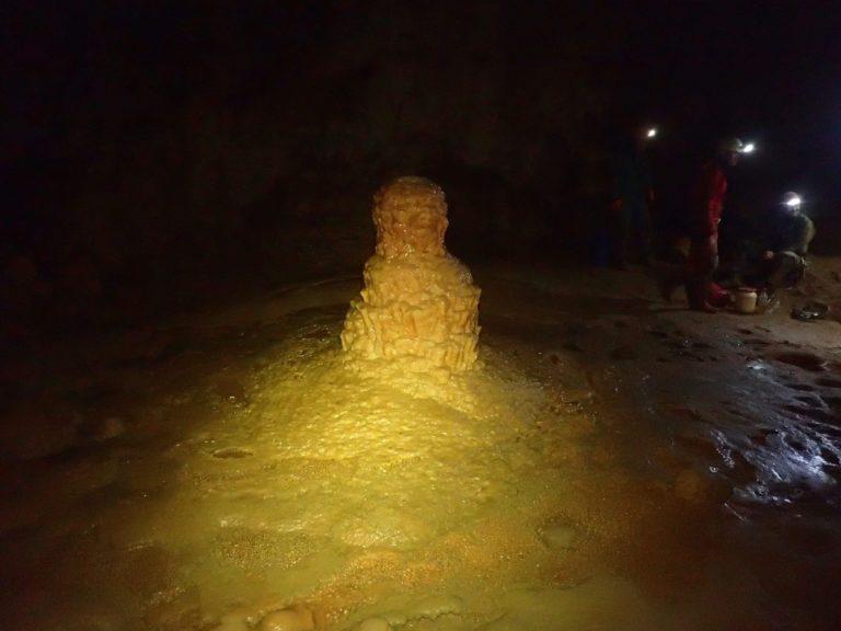 Stalagmite de la Grotte Bégué-Ponchon