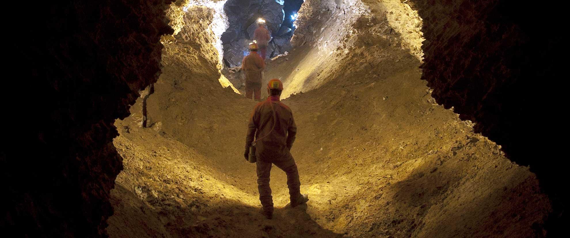 Découverte de la grotte de la Roquette en spéléologie
