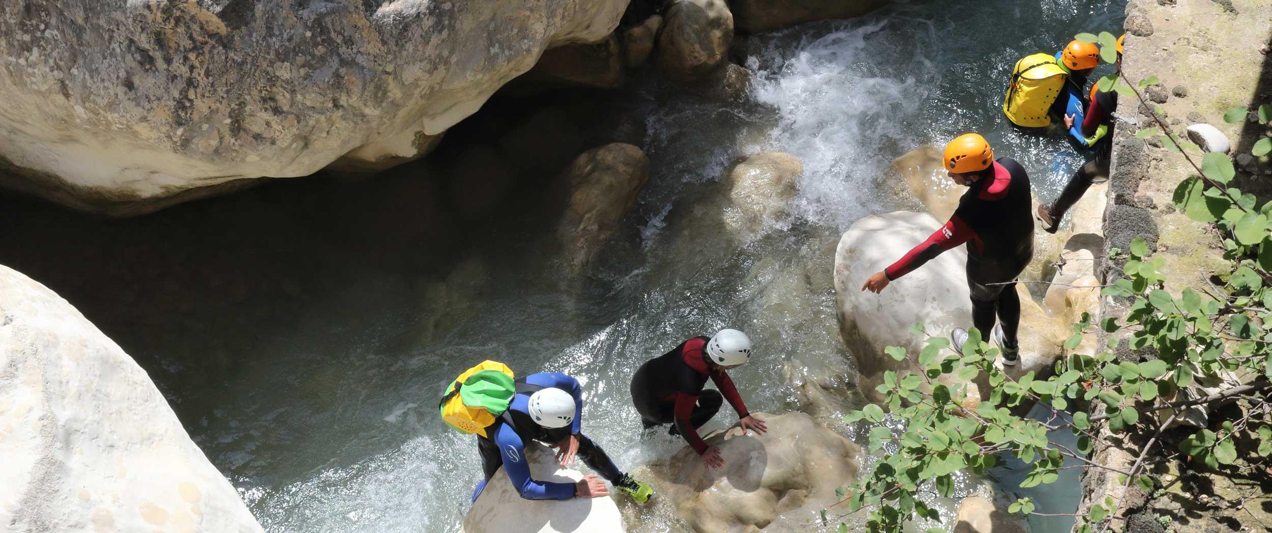 Groupe en canyoning dans le canyon le Valmale